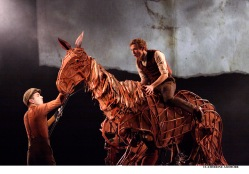 Thomas Wilton & Michael Brett as Joey Foto: Michael Morpurgo