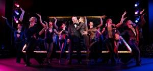 Billy Flynn lässt die Puppen tanzen. Foto: Stage Entertainment