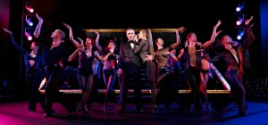 Billy Flynn lässt die Puppen tanzen. Foto: Stage Entertainment