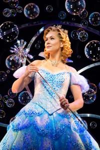 Savannah Stevenson als Glinda Foto: Matt Crocket