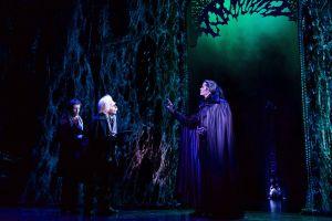 Vor dem Schloss findet Mark Seibert endlich zu seiner Stimme. Quelle: Stage Entertainment